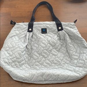 Columbia lightweight quilted bag